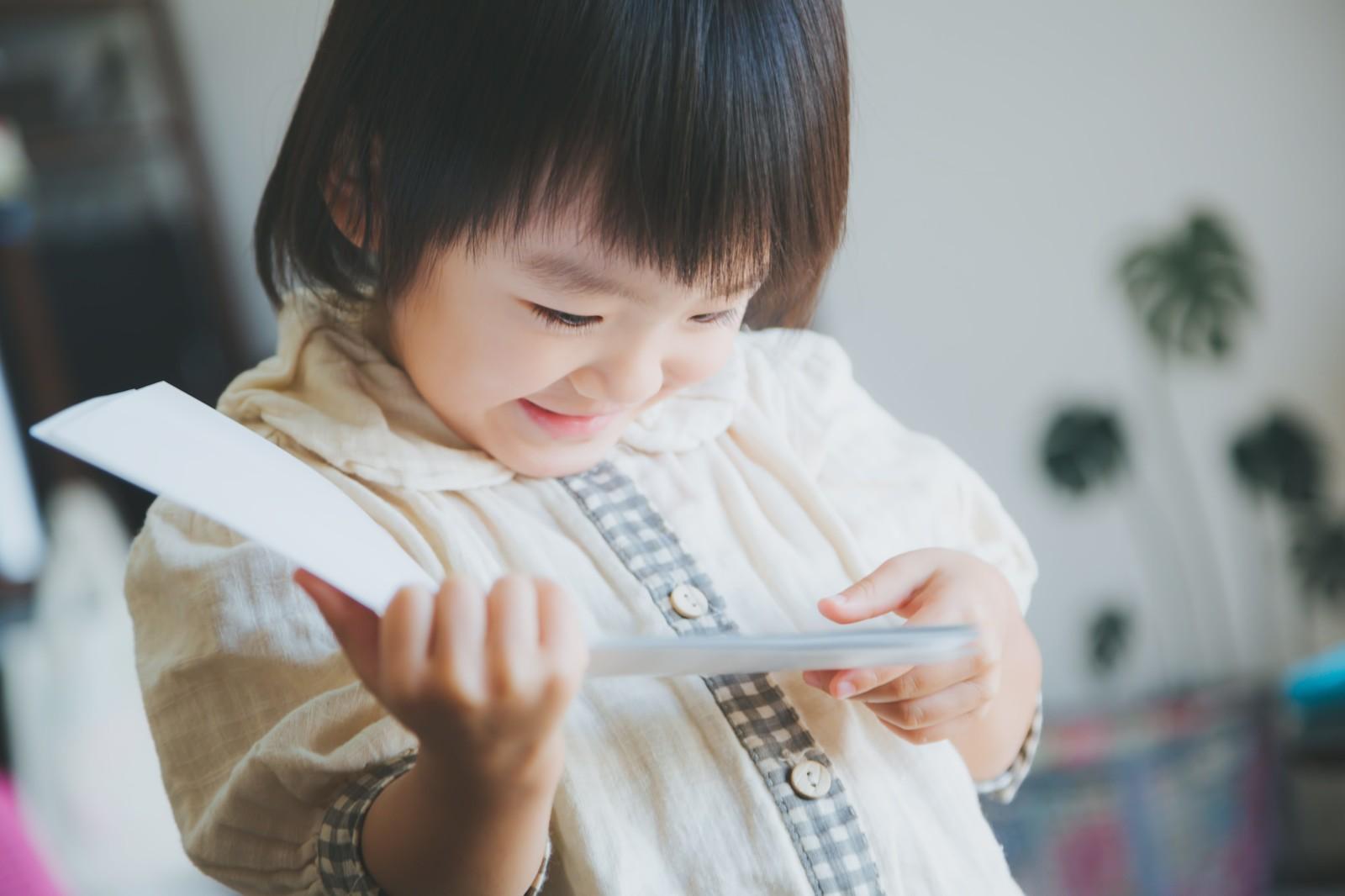 読み聞かせで子供の成長を感じよう!生後5〜10ヶ月の反応とオススメの絵本